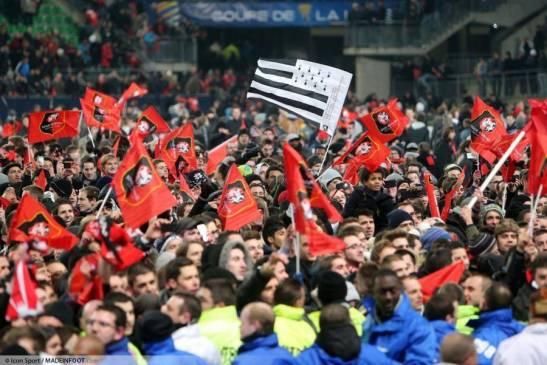 supporters-rennes-envahissent-le-terrain-16-01-2013-rennes---montpellier-1-2-finale-coupe-de-la-ligue-2012-2013---20130117095323-3417